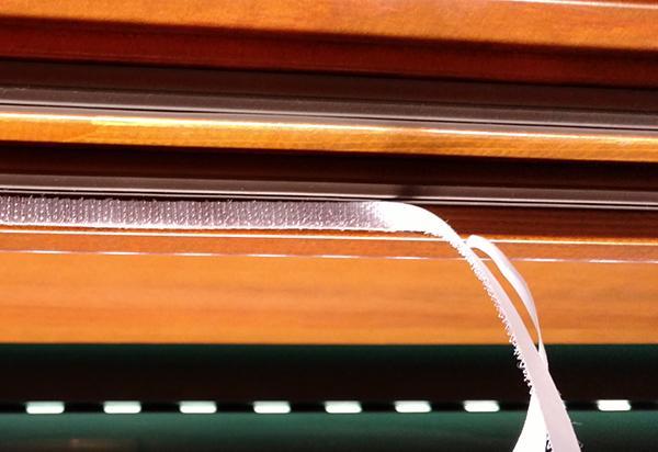 Installazione zanzariera adesiva