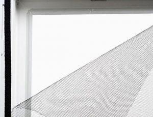 Zanzariera con velcro adesivo