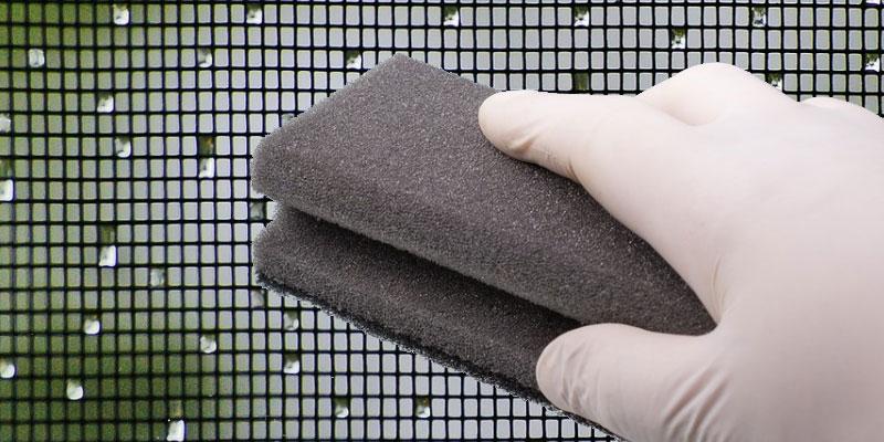 Come pulire le zanzariere a rullo efficacemente e velocemente